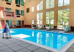 格里利克拉丽奥酒店和会议中心 - 格里利 - 游泳池
