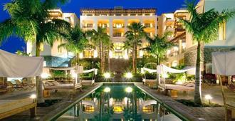 文西西莱森拉普拉塔森德尔苏尔酒店 - 阿德耶 - 游泳池