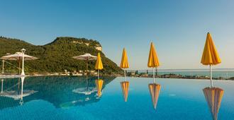 加尔达天空泳池酒店 - 加尔达 - 游泳池