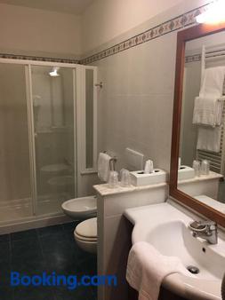 威尼斯别墅酒店 - 格拉多 - 浴室
