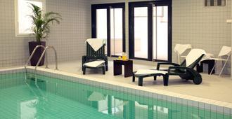 南锡尼米亚公寓式酒店 - 南锡 - 游泳池
