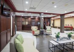 底特律都会机场克拉丽奥酒店 - 罗穆卢斯 - 大厅