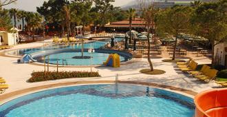 伯兰马雷海滩俱乐部酒店 - 式 - 高纳克 - 游泳池