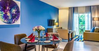 京那巴鲁市中心美居酒店 - 亚庇 - 餐厅