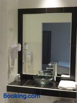 蒙特沙佩第戎中心酒店 - 第戎 - 浴室