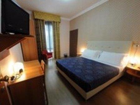 里维埃拉酒店 - 拉文纳 - 睡房