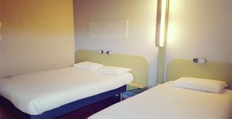 阿尔斯议会宫宜必思经济型酒店 - 阿尔勒 - 睡房