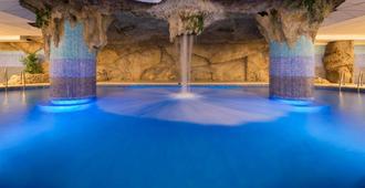 H 精品皇家之星 SPA 酒店 - 罗列特海岸 - 游泳池