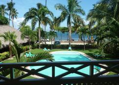 甜蜜生活公寓酒店 - 拉斯特拉纳斯 - 游泳池