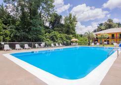 艾肯骑士旅馆 - 艾肯 - 游泳池