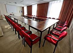 普莱斯登奇三星级酒店 - 热舒夫 - 会议室