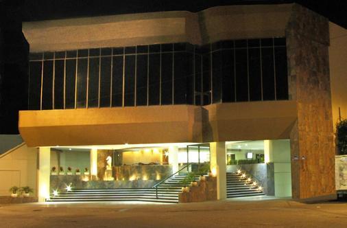 佛罗里达广场塔楼贝斯特韦斯特普拉斯酒店 - 伊拉普阿托 - 建筑