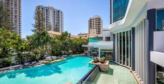 黄金海岸曼特拉传奇酒店 - 冲浪者天堂 - 游泳池