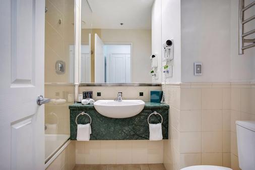 黄金海岸曼特拉传奇酒店 - 冲浪者天堂 - 浴室