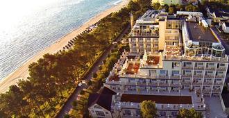 罗嘉德温泉海滩酒店 - 奥茨巴德宾兹 - 建筑