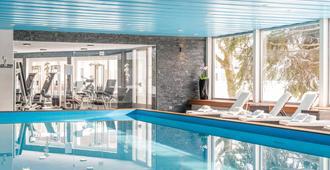 岳罗普酒店 - 达沃斯 - 游泳池