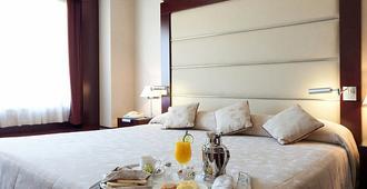 安达卢西亚中心酒店 - 格拉纳达 - 睡房