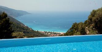 瑟蒂尔豪华酒店及Spa -仅限成人 - 厄吕代尼兹 - 游泳池