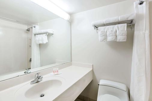 威基基广场华美达酒店 - 檀香山 - 浴室