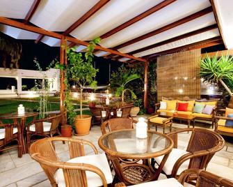 艾洛斯湾酒店 - 提诺斯 - 露台