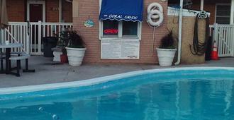 珊瑚沙滩汽车旅馆 - 希塞德高地 - 游泳池