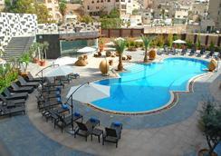 安曼华厦酒店及会议中心 - 安曼 - 游泳池