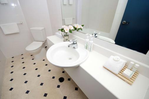 芬顿品质旅馆 - 罗托鲁阿 - 浴室
