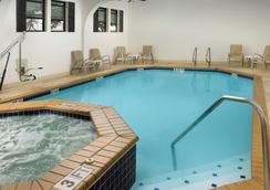 阿拉莫套房市区贝斯特韦斯特酒店 - 圣安东尼奥 - 游泳池