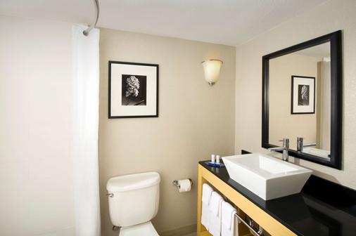阿拉莫套房市区贝斯特韦斯特酒店 - 圣安东尼奥 - 浴室