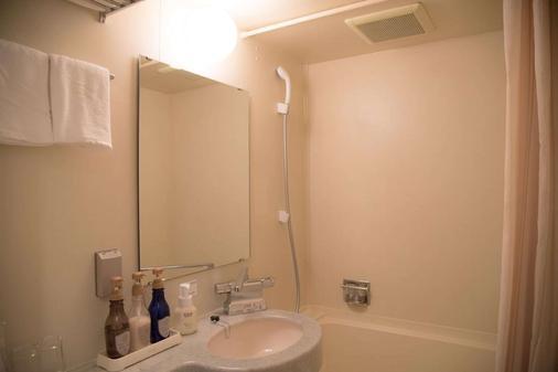冢本橡树里兹酒店 - 大阪 - 浴室