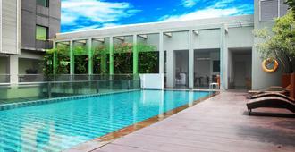 雅加达生命之火花酒店 - 西雅加达 - 游泳池