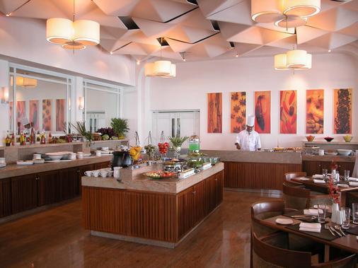 科钦泰姬陵马拉巴尔度假酒店 - 科钦 - 自助餐