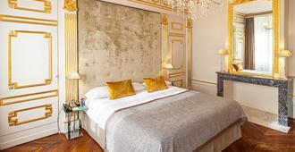 军事广场酒店 - 卢森堡 - 睡房