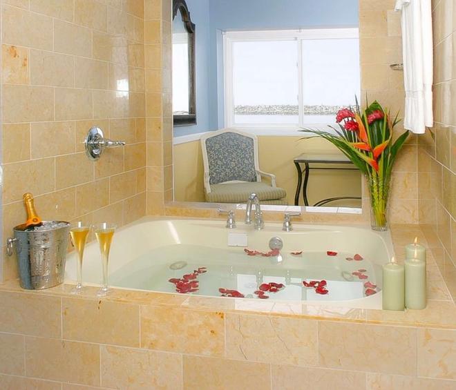 菲诺港滨海酒店-贵族之家 - 雷东多海滩 - 浴室