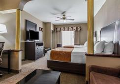 贝克斯菲尔德舒适套房酒店 - 贝克斯菲尔德 - 睡房