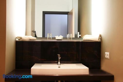 洛可特运动酒店 - 汉堡 - 浴室