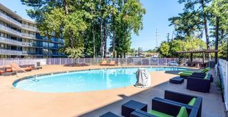 亚特兰大西北玛丽埃塔6汽车旅馆 - 玛丽埃塔市 - 游泳池