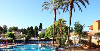 瓦伦丁雷纳帕格拉酒店 - 仅限成人 - 帕格拉 - 游泳池