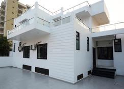舒适住宿旅馆 - 法里达巴德 - 建筑