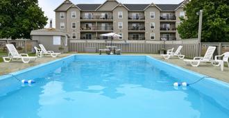 夏洛特敦加拿大最佳价值套房酒店 - 夏洛特顿 - 游泳池