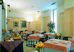 布里科斯里昂酒店 - 特伦托 - 餐馆