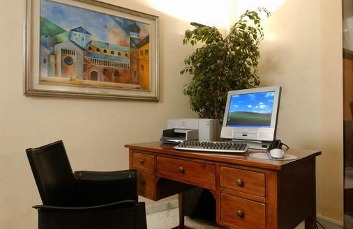 布里科斯里昂酒店 - 特伦托 - 商务中心