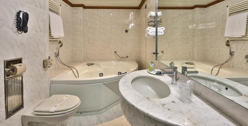摩登威尔第贝斯特韦斯特酒店 - 热那亚 - 浴室