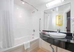 安大略金斯敦6号汽车旅馆 - 金斯顿 - 浴室