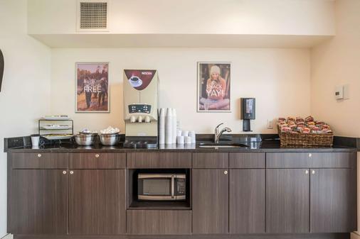 安大略金斯敦6号汽车旅馆 - 金斯顿 - 自助餐