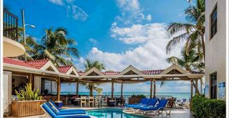 阳光煦风套房酒店 - 圣佩德罗 - 游泳池