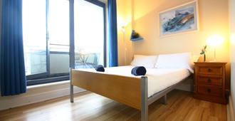 斯露莱斯观光旅馆 - 戈尔韦 - 睡房