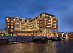 伊兹米特温德姆特莱普酒店 - 伊兹米特 - 建筑
