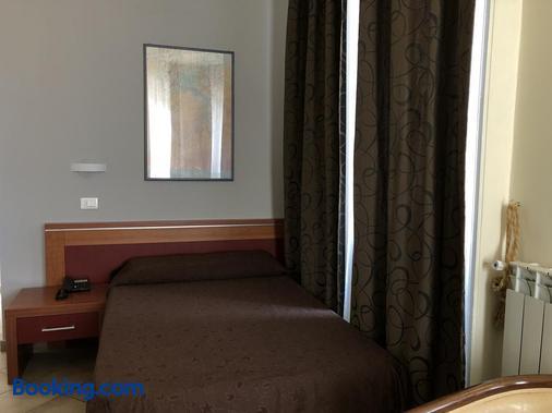 布伦塔米兰酒店 - 米兰 - 睡房