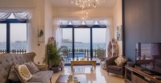 布拉沃威之家-帕尔马住宅别墅酒店 - 迪拜 - 客厅